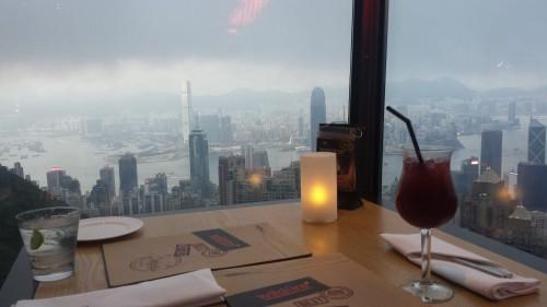 Nessas condições Hong Kong já é linda, imagina sem este vidro e num dia ensolarado! Ou à noite!